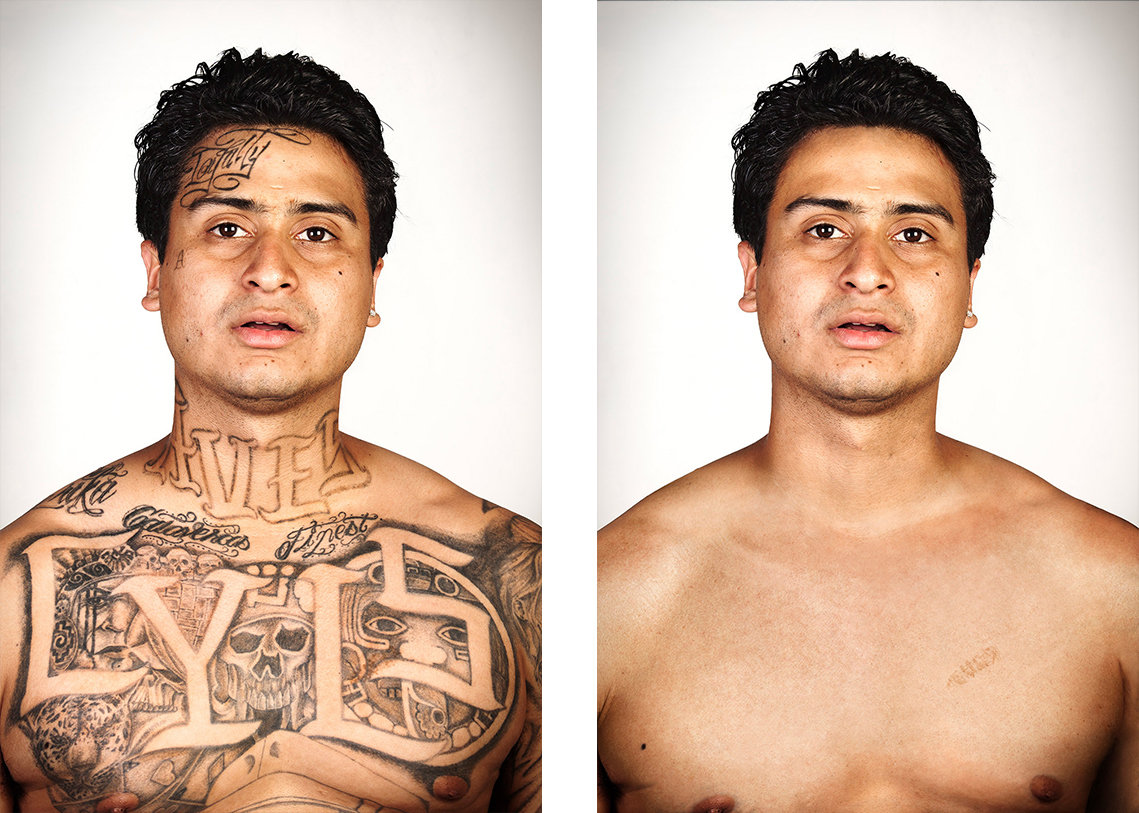 Links: eine stark tätowierter Mann, rechts: derselbe Mann ohne Tattoos