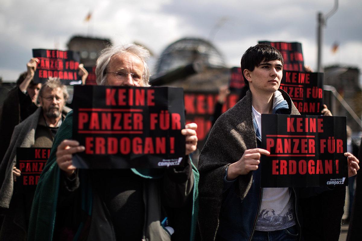 Campact Protest vor dem Bundestag (Foto: Hermann Bredehorst/Polaris/laif)
