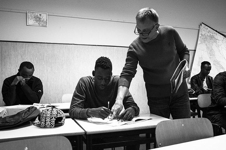 Flüchtlinge beim Italienischkurs