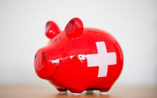 Ist ein hohes Gehalt Grund genug zu bleiben? | © picture-alliance/Rolf Vennenbernd (Foto: picture-alliance/Rolf Vennenbernd)