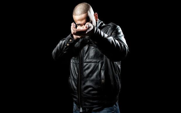 Rapkünstler Haftbefehl nutzt seine Stimme als Instrument | title