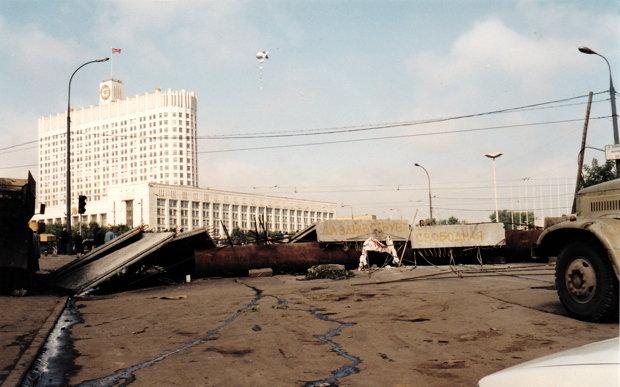 Barrikaden vor dem Weißen Haus in Moskau (Foto: privat)