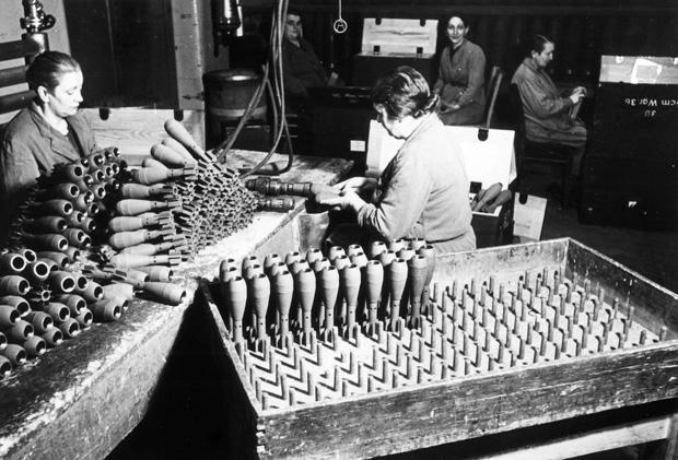 Rund 13.000 Zwangsarbeiter und Kriegsgefangene schufteten während des Krieges in den beiden Geesthachter Rüstungsfabriken. (Foto:Förderkreis Industriemuseum Geesthacht; picture-alliance/akg-images)