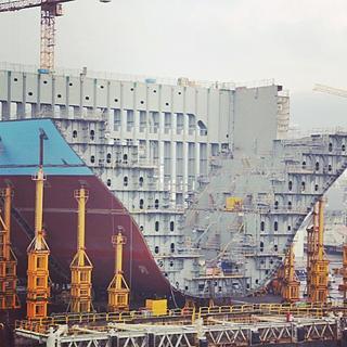Ein Triple-E-Class-Containerschiff  in der Werft (Foto: Slawos)