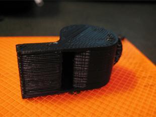 Was ne Pfeife: 3-D-Druckerzeugnis in typischer Fadenoptik (Jonathan Rothweiler)