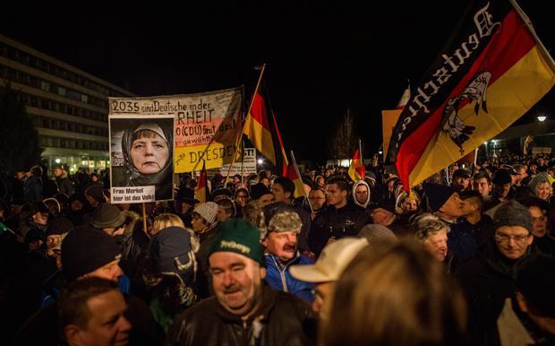 Was Straßenprotest auch immer ist: der Beginn von Kommunikation – die von Pegida aber lange verweigert wurde (Foto: Hahn+Hartung)