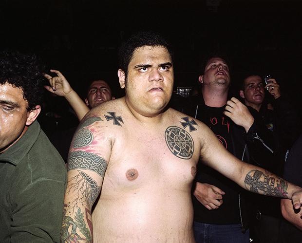 Tattoo tataa: Früher galt Tätowieren als typisch für Leute, die auch mal mit dem Gesetz in Konflikt kommen (Foto: Espen Eichhöfer/ Ostkreuz)