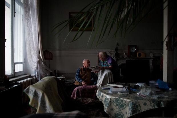Der Geologe Nikolay ist 90 Jahre alt, seine Frau Antonina 88 Jahre. Zusammen bewohnen sie ihr Zimmer in dieser Kommunalka in St. Petersburg seit 1948