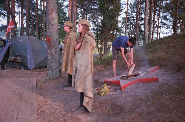 Ein bisschen Pfadfinderlager, ein bisschen Nationalismus: Neben dem Zusammenhalt der Teilnehmer geht es vor allem um ideologische Schulung – nämlich die unbedingte Treue zu Russland