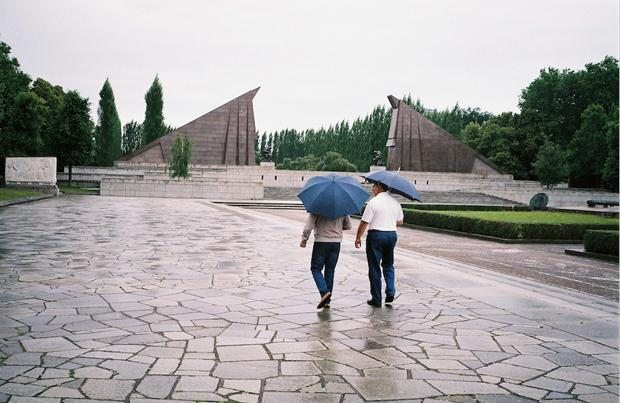 Monumental: das Tor, das zum großen Bronzesoldaten von Berlin-Treptow führt (Foto: Christian Werner)