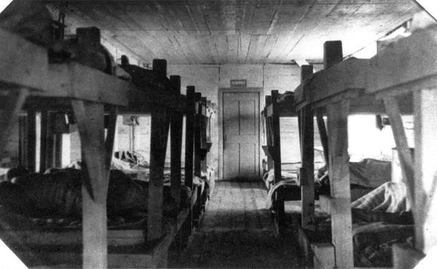 Eine der Baracken, in denen die Häftlinge unter unwürdigen Bedingungen untergebracht waren