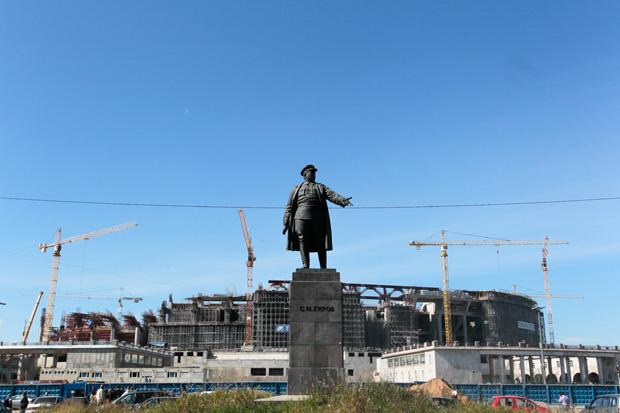 Hier ensteht das teuerste Fußballstadion der Welt. Die Gazprom-Arena, künftige Spielstätte von Zenit Sankt Petersburg, wird über eine Milliarde Euro kosten, wenn sie denn mal fertig wird
