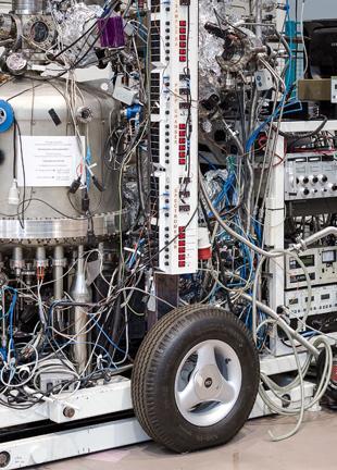 Fährt in der physikalischen Grundlagenforschung einen ganz heißen Reifen: Das Helmholtz-Zentrum für Materialien und Energie in Berlin  (Kevin Fuchs)