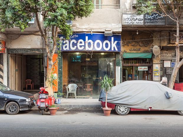 Viele stillen ihren Informationshunger nur noch bei Facebook. Aber Facebook stellt dann auch das Menü zusammen (Foto: Heinrich Holtgreve)