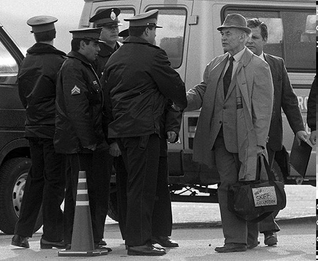 Der frühere SS-Hauptsturmführer Erich Priebke (1913-2013) wird 1995 von Argentinien nach Italien ausgeliefert. 1998 wird er dort wegen eines Massakers von 1944 an 335 Zivilisten zu Lebenslang verurteilt (Foto: picture-alliance/dpa/epa)
