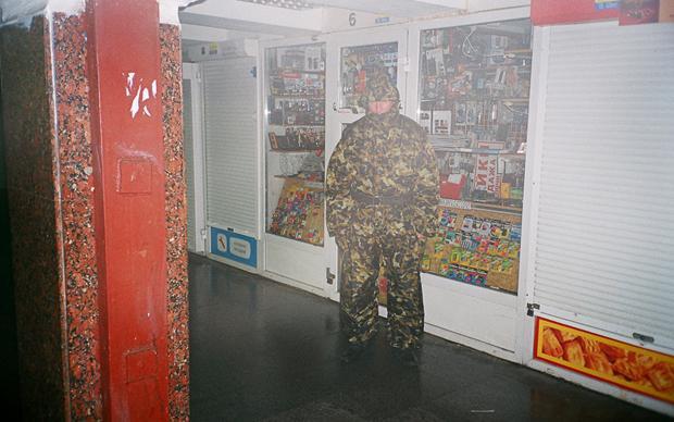 Ein modischer Freischärler: Armeekleidung, so der Autor William Gibson, soll suggerieren, ihr Träger habe besondere FähigkeitenEin modischer Freischärler: Armeekleidung, so der Autor William Gibson, soll suggerieren, ihr Träger habe besondere Fähigkeiten (Foto: Synchrodogs)