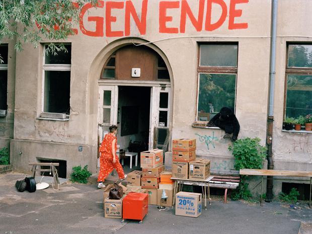 Alles rausholen aus dem Gebäude: Die ehemaligen Bewohner müssen gehen, weil die Investoren mehr verdienen wollen (Denis Sennefelder)