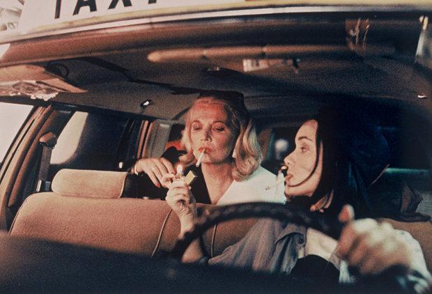 """Aus einer Zeit, als man in Taxis noch rauchen konnte: """"Night on Earth"""" (Foto: fine line pictures)"""