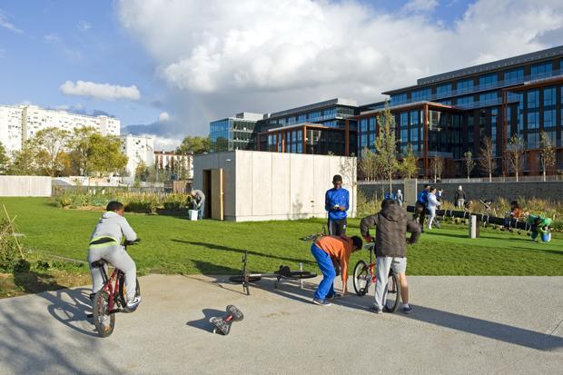 Banlieue de luxe: Arm und Reich leben am Pariser Stadtrand jetzt vis à vis   (Foto: Jean-Daniel Sudres/hemis.fr/laif)