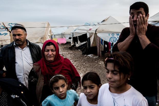 Die Verzweiflung wird kaum noch kaschiert – von Mohammad Al-Juburi (rechts) und seiner Familie (Foto: Sebastian Backhaus)