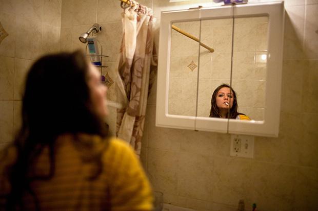 ...Mädchen vor dem Spiegel. Is' klar.