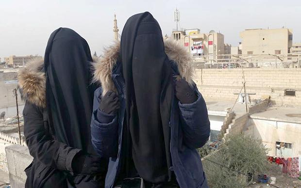 Der Fotobeweis: Ist ganz nice hier bei Daesh. Mit Bildern wie diesem werben junge Frauen, die sich der Terrororganisation angeschlossen haben, im Netz um andere junge Frauen. (Foto: via Twitter: @UmmAnwar/@yallahAlJannahh)