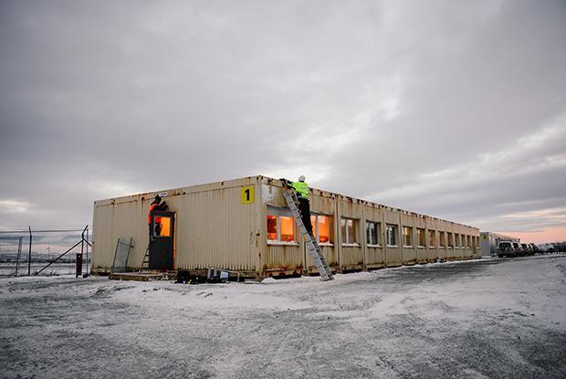 """In """"Vestleiren"""" harren die Flüchtlinge ihrer Anhörung und der drohenden Abschiebung. Die Zustände in dem Camp 15 Kilometer außerhalb von Kirkenes in Nordnorwegen haben immer wieder für Schlagzeilen gesorgt (Foto: Jonathan Nackstrand/AFP/Getty Images)"""