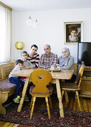 Mia san mia: Die Familie aus Syrien hat sich sogar bayrisch eingerichtet (Foto: Sima  Dehgani)