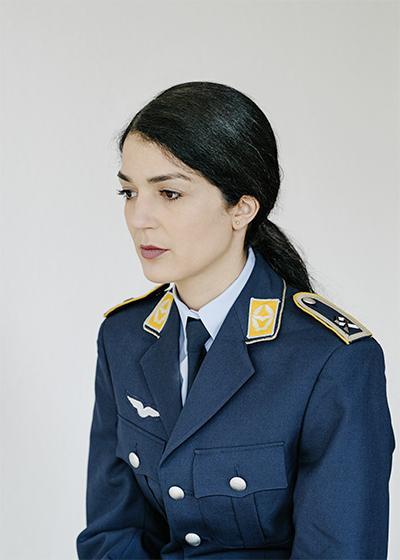 Sie spricht akzentfrei Hochdeutsch und ist Hauptfeldwebel bei der Bundeswehr. Bariman Reinke aus Hannover fragt sich manchmal, was sie noch alles tun muss, um nicht ständig nach ihrer Herkunft gefragt zu werden (Foto: Ludwig Schöpfer)