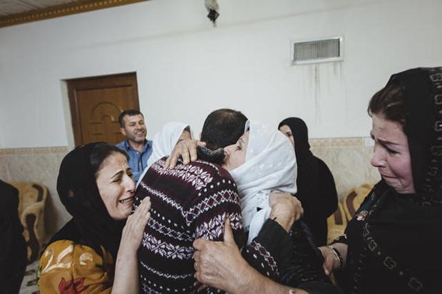In seiner Heimatstadt Arbil wird Ajad von seiner Familie empfangen. Freudentränen fließen, obwohl es kein glückliches Ende ist. Heute denkt Ajad, dass er sich vor seiner Flucht besser über Deutschland hätte informieren sollen. Und es nagen Zweifel  an ihm (Foto: Fabian Weiss)