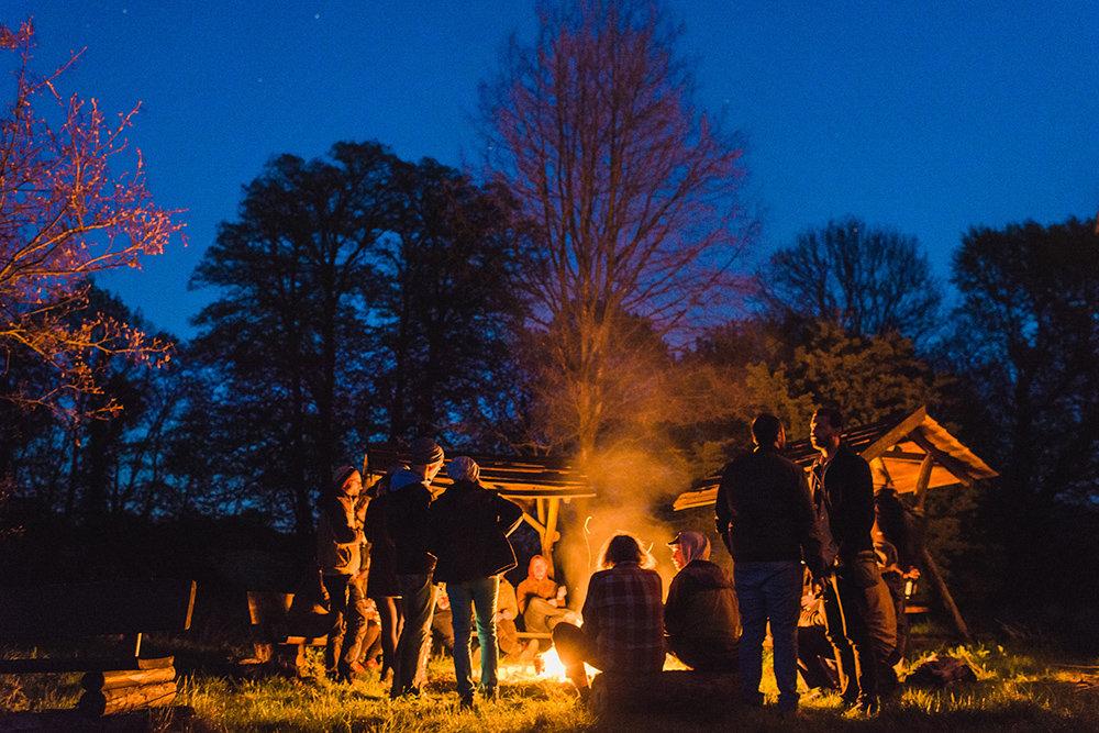 Lagerfeuer bei der Eröffnungsfeier vom Coworking-Space (Foto: Tilman Vogler)