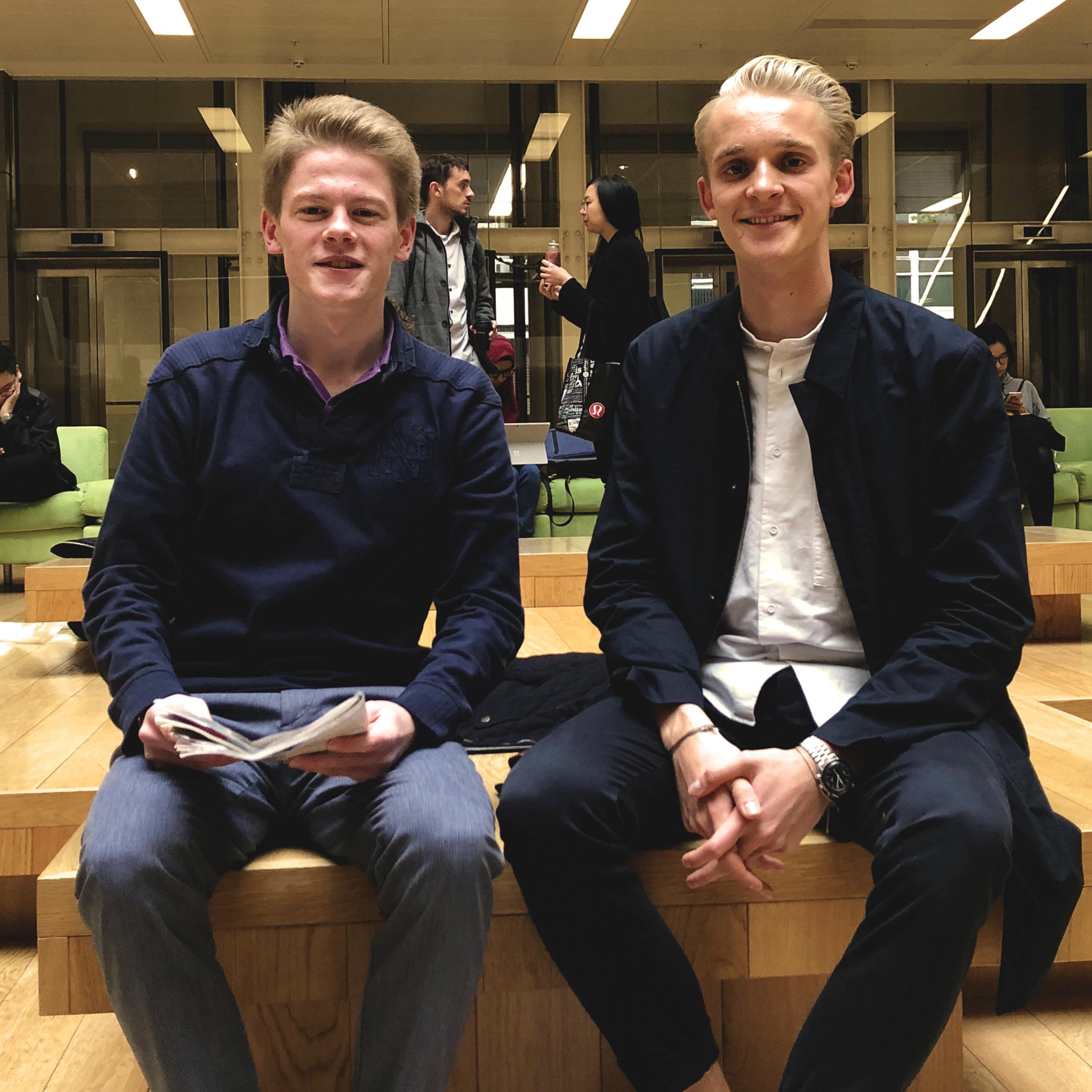 """Felix Oblin, 20 (links) und Josef Huber, 20 sind zwei von mehr als zehn Autoren von """"daskleineeinmaleins"""""""