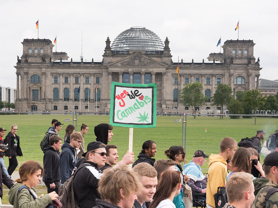 Die Parade zieht am Bundestag vorbei