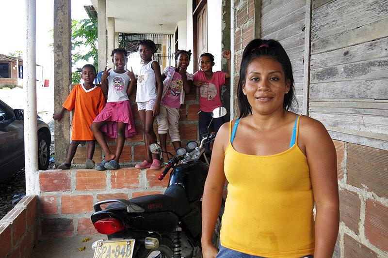 Norfalia Trompeta mit Kindern und Nachbarskindern (Foto: Antonia Schaefer)