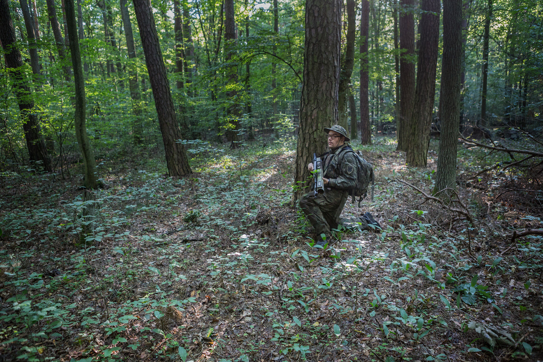 Im Wald mit einer Bazooka. Dieser Strzelec hat es nicht leicht. Viel wiegt die Bazooka und ist aufgrund der unhandlichkeit unbeliebt bei den Teilnehmern