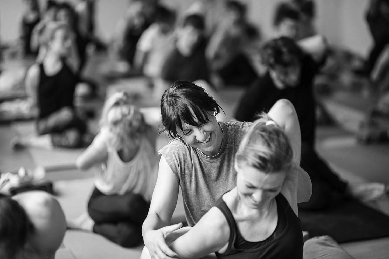 Rebecca in der Yogaklasse (Foto: Grit Siwonia)