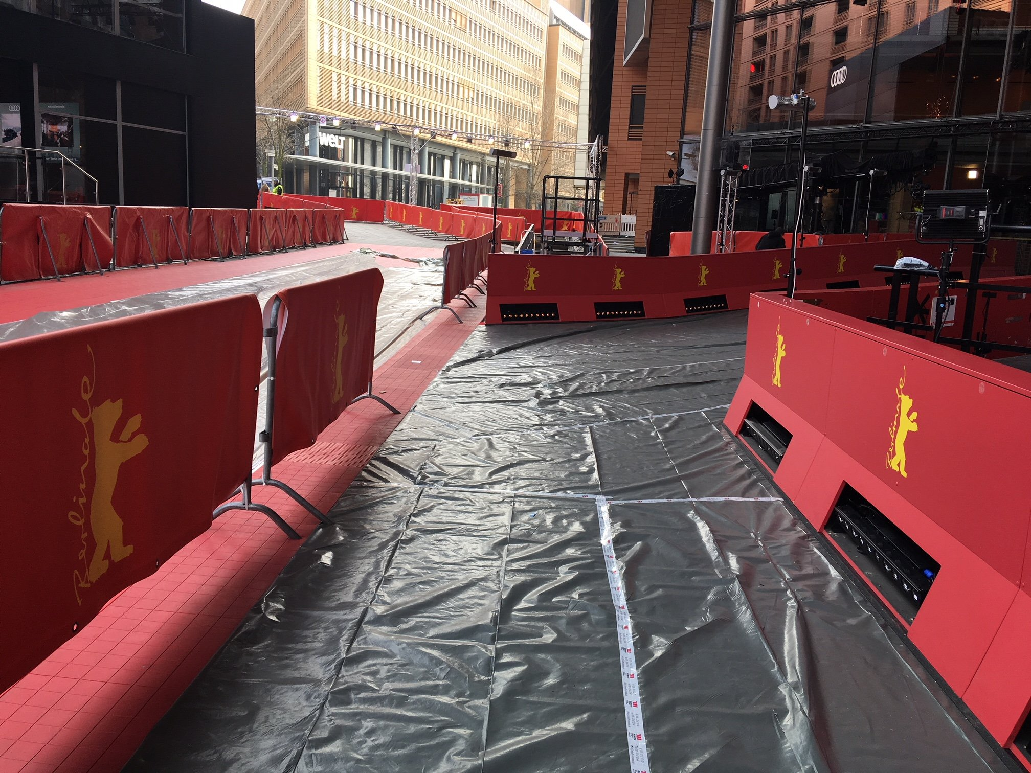 Abgedeckter Roter Teppich  (Foto: Michael Brake)