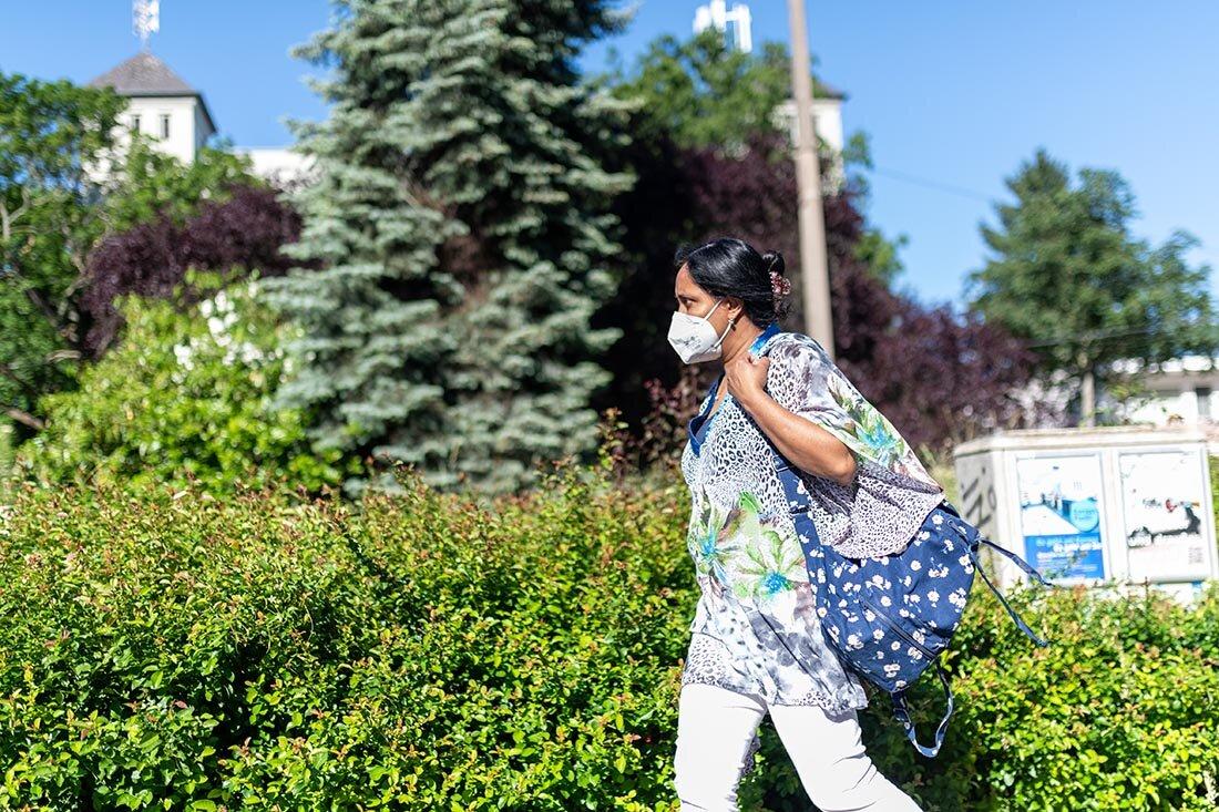 Sazia Pinno auf dem Weg zur Arbeit