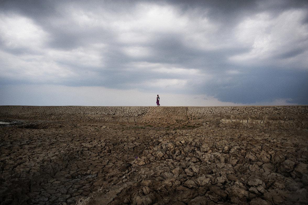 Weite und ausgetrocknete Felder auf denen nichts mehr wachsen kann