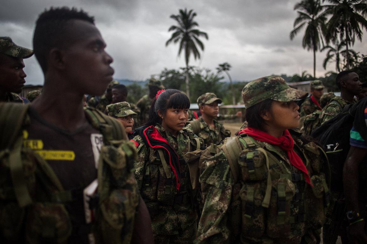 Die ELN rekrutiert ihre Kämpfer auch unter Jugendlichen. Die jüngsten Mitglieder sind zwischen 14 und 17 Jahre alt. Oft haben sie sich nicht nur aus Überzeugung der Guerilla angeschlossen, sondern weil es zuhause keine Perspektiven für sie gibt