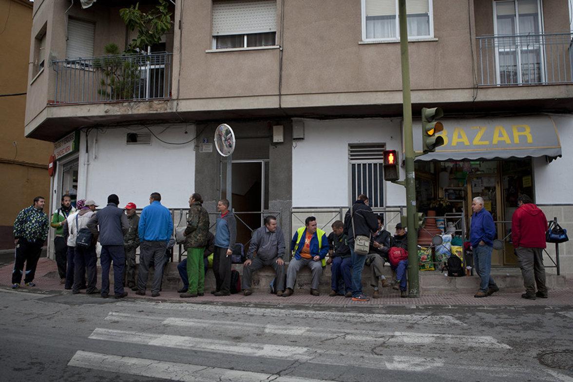 Saisonarbeiter in Spanien warten auf Arbeit