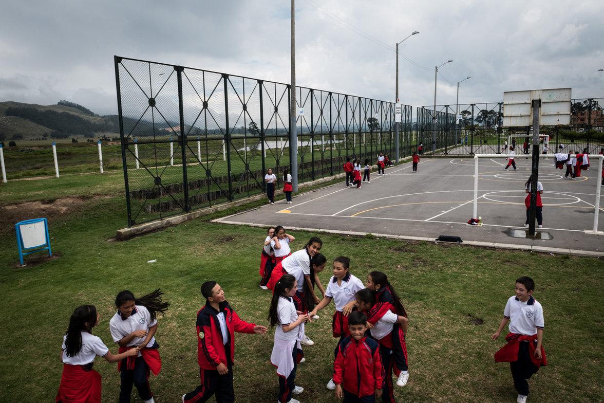 Schule am Rio Bogota