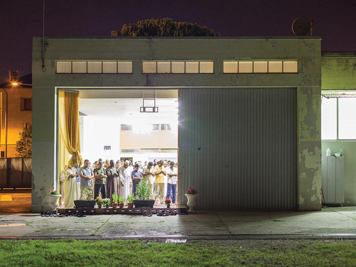 Eine abendliche Andacht in der Stadt Udine nahe der slowenischen Grenze.