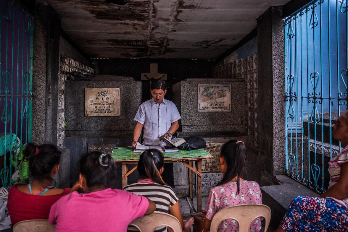 Gemeinschaftliche Bibelstunde im Mausoleum