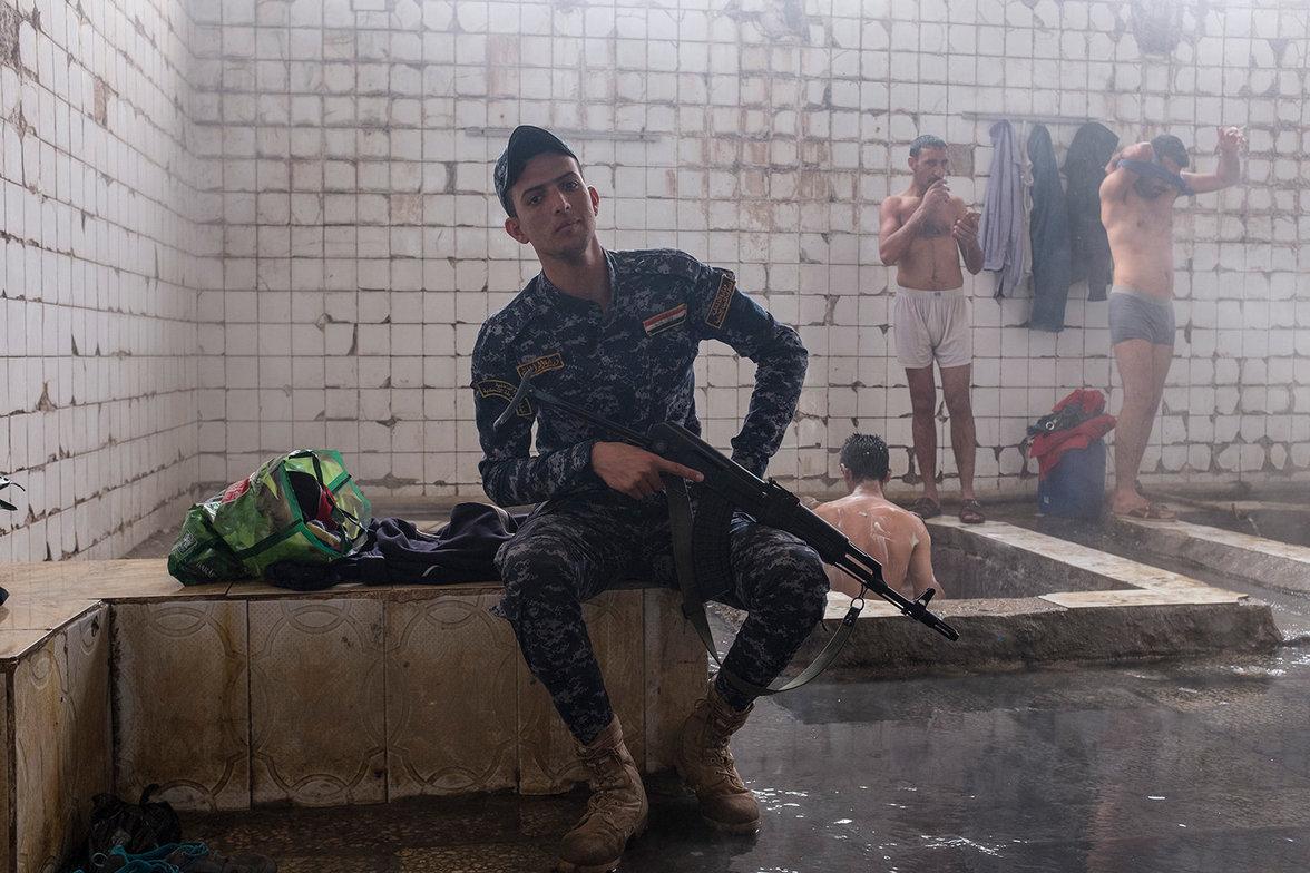 Ein Soldat im Hammam