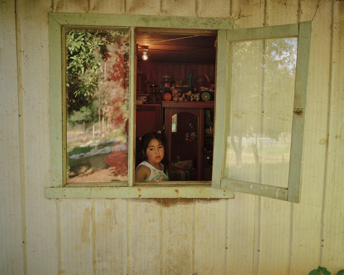 Ein Mädchen des Mapuche-Stamms