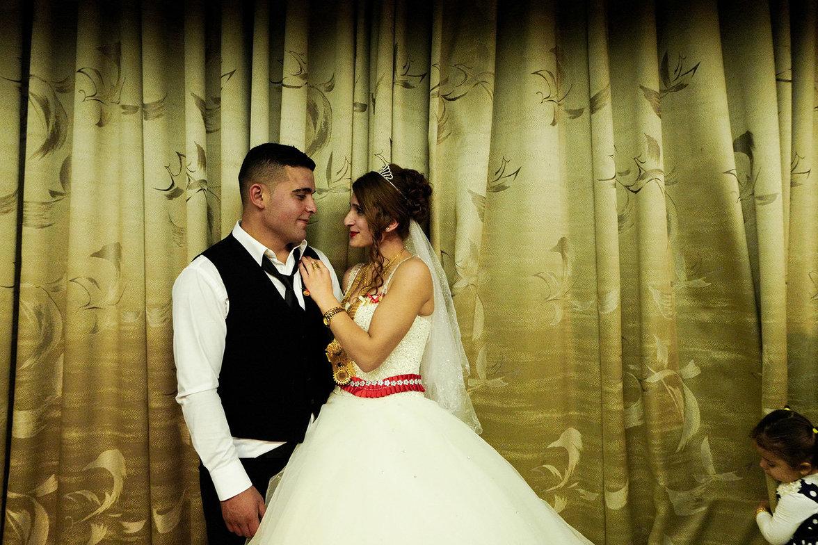 Yaprak and Cikan Aileleri celebrating their wedding. They organized a typical kurdish ceremony inside a ballroom in Warabi