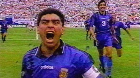 Diego Maradona nachdem er ein Tor geschossen hat