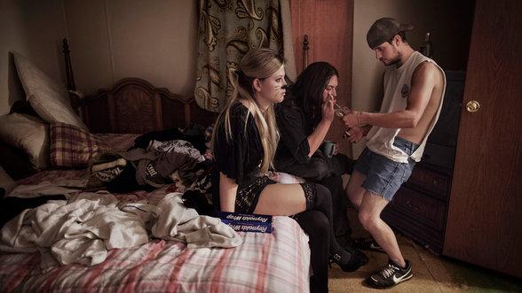 Jugendliche rauchen OxyContin vor einer Party