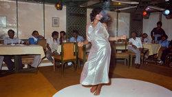 Tänzerin in Indien; Foto: Mitch Epstein, Rosy, Meghraj Cabaret #2, Bombay 1984 Courtesy of Galerie Thomas Zander, Köln